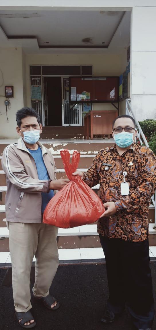 Satgas Covid Duser Depok Distribusi Bantuan ke Pasien Isolasi Mandiri