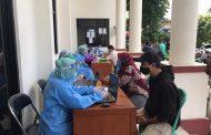 Warga Bojongsari Depok Lakukan Rapid Test